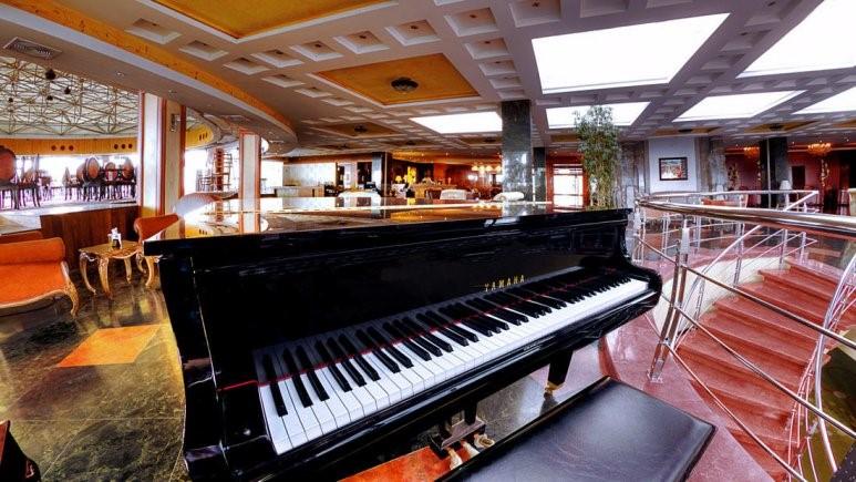 لابی 2 هتل بزرگ شیراز