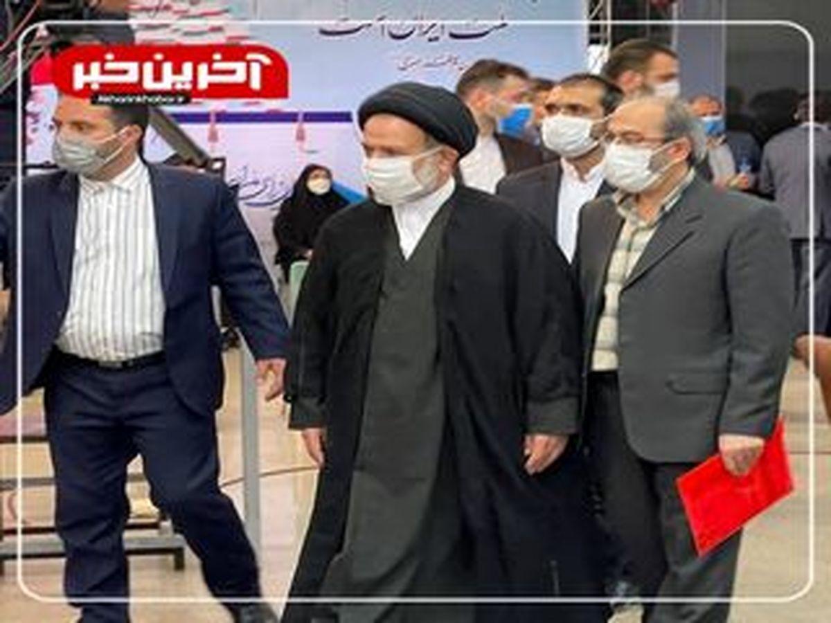 احمدینژاد با خودش درگیر است