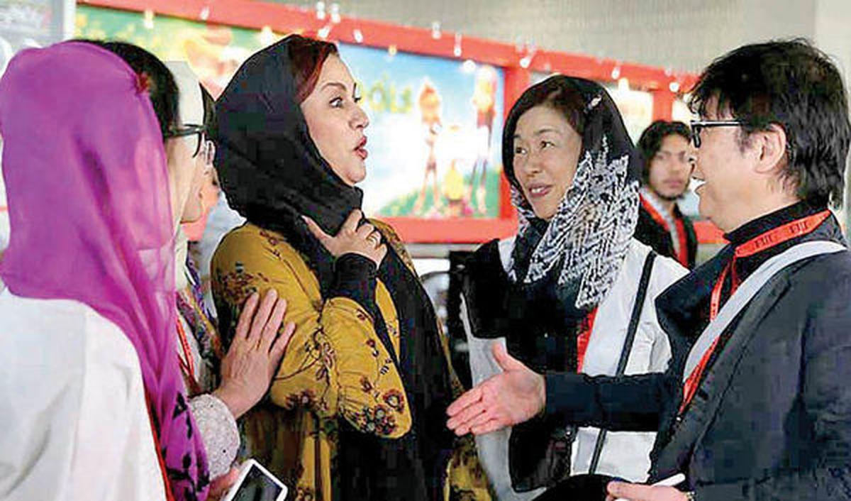 دست ندادن مریلا زارعی با مرد چینی سوژه شد +عکس