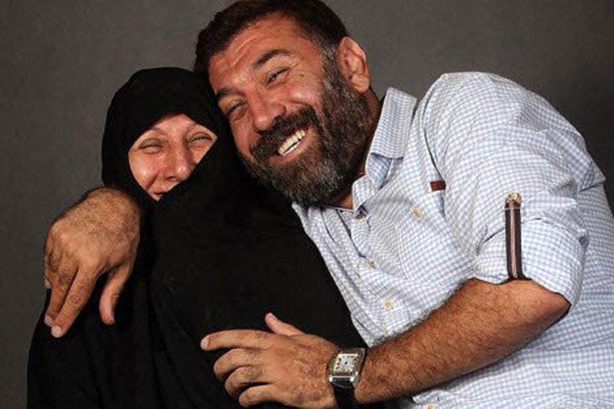 عکس دیده نشده از علی انصاریان و مادرش در سریال ماه رمضان